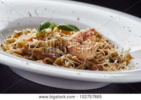 Italian pasta with mushroms and shrimp