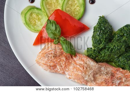 Delicious fried salmon with spinach and vegetables