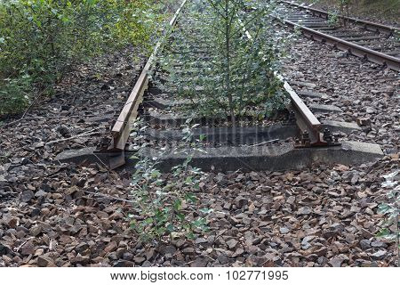 ending rail tracks - railroad end