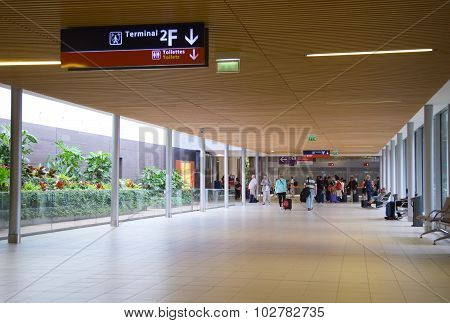 charle de gaulle airport