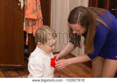 Mom Puts Her Son In Fancy Clothes Ready For The Holiday