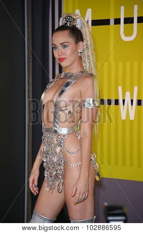 LOS ANGELES - AUG 30:  Miley Cyrus 2015 MTV Video Music Awards - Arrivals  on August 30, 2015 in Hollywood, CA