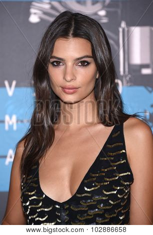 LOS ANGELES - AUG 30:  Emily Ratajkowski 2015 MTV Video Music Awards - Arrivals  on August 30, 2015 in Hollywood, CA