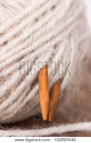 Clew Wool Yarn And Wooden Knitting Needles