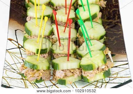 Low Calorie Snack: Tuna sandwiched in cucumber