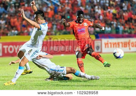 Sisaket Thailand-september 20: O.j. Obatola Of Sisaket Fc. (orange) Shooting Ball During Thai Premie