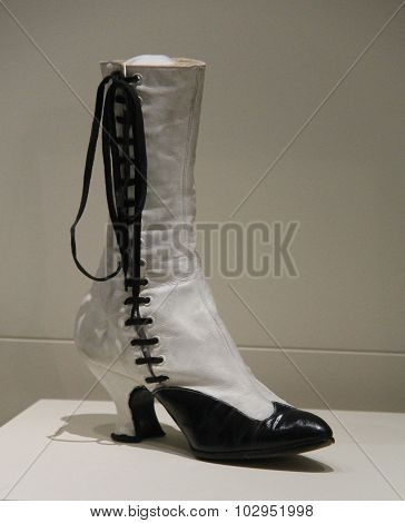 Leather Ladies Boot.