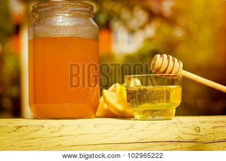 Honey in bowl and jar