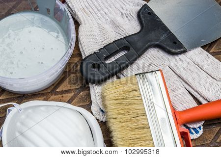 painting tools on the metal plate in the grass