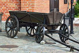 picture of four-wheel  - Vintage German wooden four - JPG