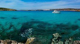 foto of gozo  - The Blue Lagoon on Comino Island - JPG