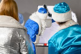pic of conduction  - santa claus is conducting a business training - JPG