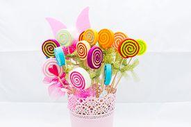 foto of lolli  - Vase of fake flowers with different colors - JPG