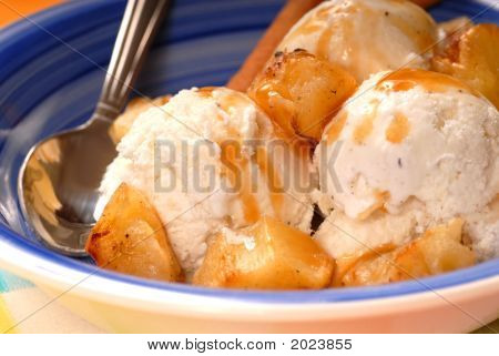 Vanilla Ice Cream With Grilled Pinneapple And Caramel Sauce