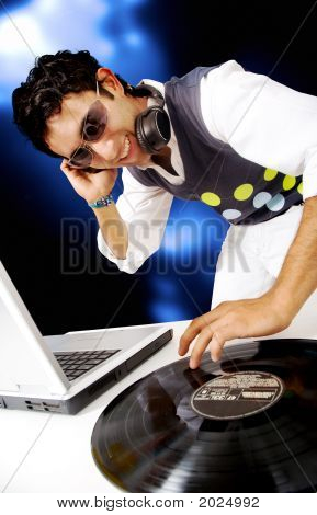 Disc Jockey en un Nighctlub