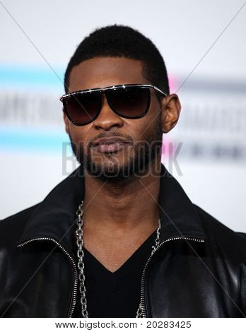 LOS ANGELES - NOV 21:  Usher arrives to the American Music Awards 2010 on November 21, 2010 in Los Angeles, CA
