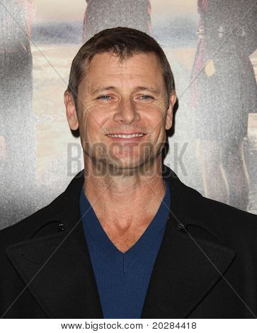 LOS ANGELES - JAN 12:  Grant Show arrives to Season 5 premiere of
