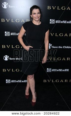 LOS ANGELES - JAN 13: Julia Ormond arrives to Bvlgari Hosts Funraiser for Save The Children on January 13, 2011 in Los Angeles, CA