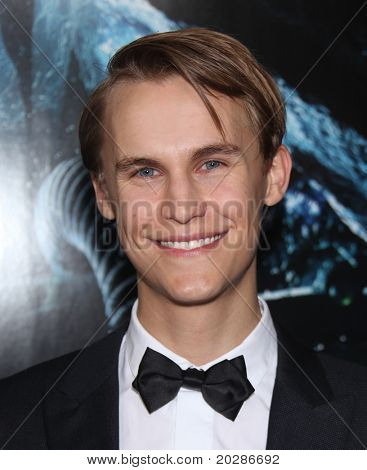 LOS ANGELES - JAN 31:  Rhys Wakefield arrives at the Sanctum World Premiere  on January 31,2011 in Hollywood, CA