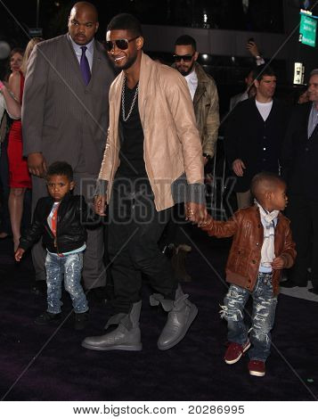 LOS ANGELES - FEB 09:  RAYMOND USHER & KIDS arrives to the