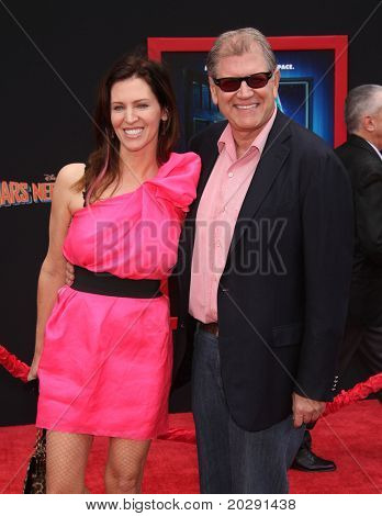 "LOS ANGELES - MAR 06:  Robert Zemeckis & Wife arrive at the ""Mars Needs Moms"" World Premiere  on March 06, 2011 in Hollywood, CA"