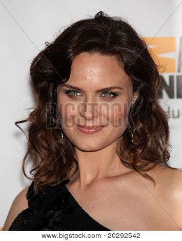 LOS ANGELES - MAR 19:  Emily Deschanel arrives to the 25th Annual Genesis Awards  on March 19, 2011 in Century City, CA