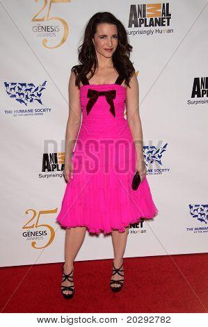 LOS ANGELES - 19 de MAR: Kristen Davis llega a los 25 premios Génesis en 19 de marzo de 2011 en