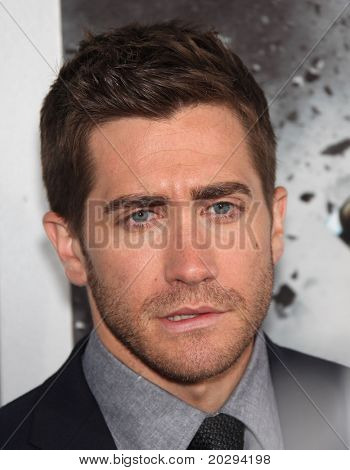 LOS ANGELES - MAR 28:  Jake Gyllenhaal arrives to the