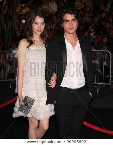 LOS ANGELES - MAY 07:  Astrid Berges-Frisbey & Date arrives to the