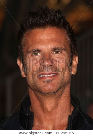LOS ANGELES - MAY 07:  Lorenzo Lamas arrives to the
