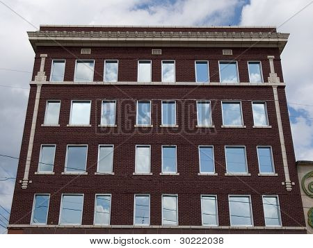 Edificio de ladrillo rojo
