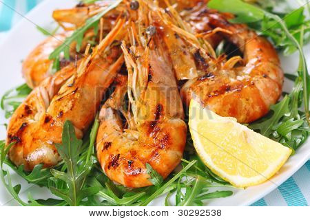 fresh grilled shrimps with Lemon close up