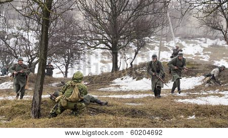 Fight Between Russian Spy And German Soldiers