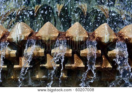 Pineapple Fountain Spray