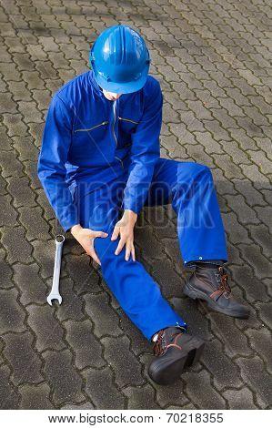 Technician Suffering From Knee Pain On Street