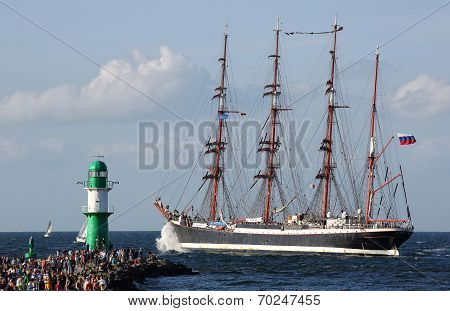 Old sailing ship at Hansesail 2014 (01)