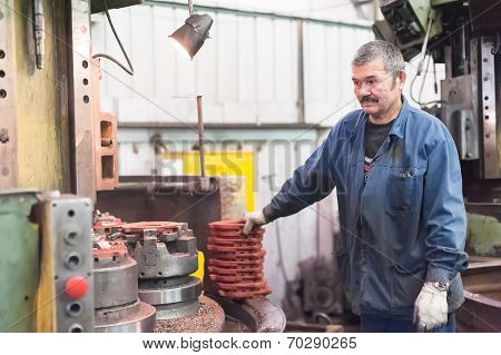 Milling machine operator works