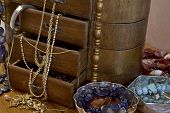 picture of casket  - trinkets and fashion objects in a casket - JPG