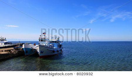 Barcos. Lago Baikal.