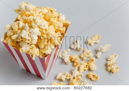Full popcorn in classic popcorn box