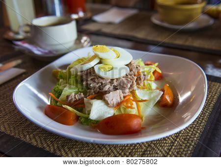 Tuna salad with eggs and tomatoes