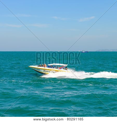 Speedboat Navigating In The Gulf Of Pattaya,thailand.