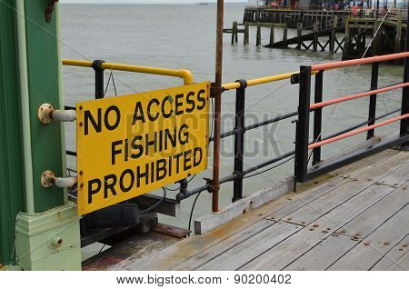 No access fishing prohibited sign
