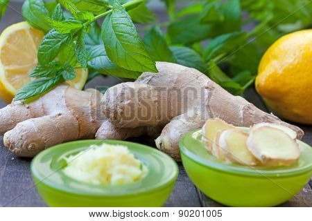 Sliced and grated ginger root