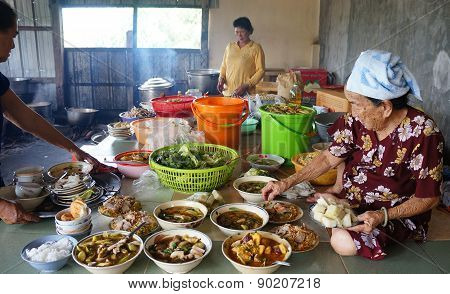 Asia Woman, Vietnamese Food