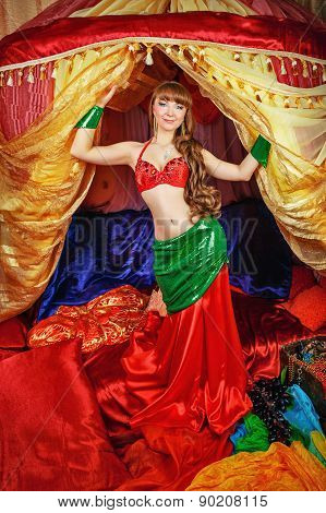 Oriental Beauty Dancing