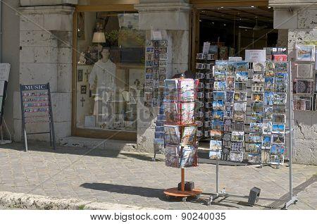 souvenir trade in town