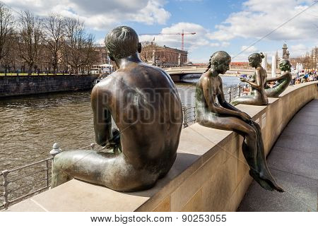 Bronze Sculpture At Spree River