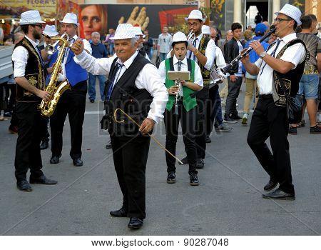 Street musicians in Corso Vittorio Emanuele, Bari