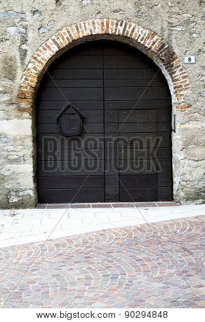 Italy  Lombardy     In  The Milano Old   Church  Door Closed Brick    Eight